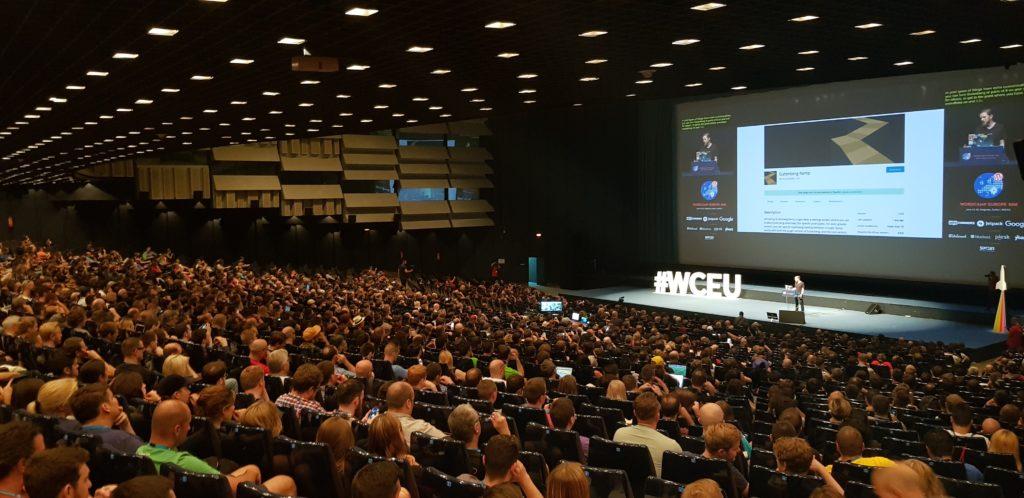 Een volle zaal tijdens WordCamp Europe 2018 in Belgrado