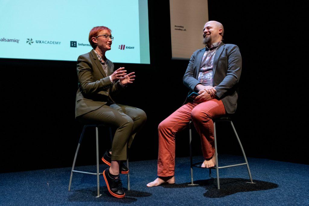 """Rachel Andrew tijdens haar talk """"Refractorin (the way we talk about) CSS"""" tijdens CSS Day 2019"""