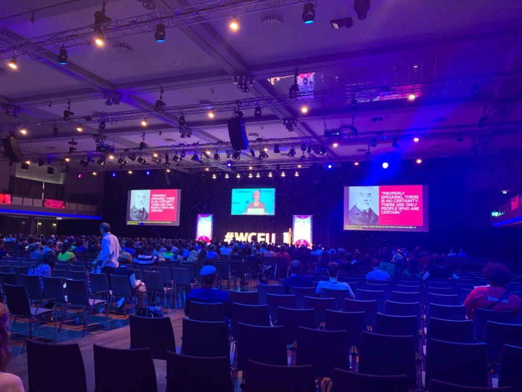 Jenny Beaumont op het podium van WordCamp 2019