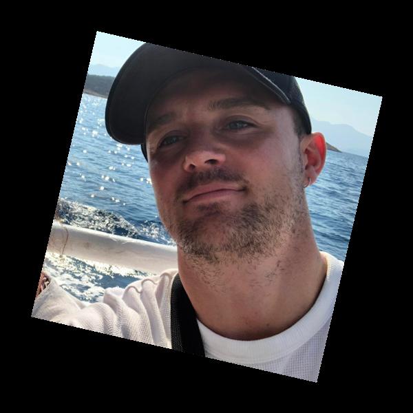 Sico op vakantie op een boot